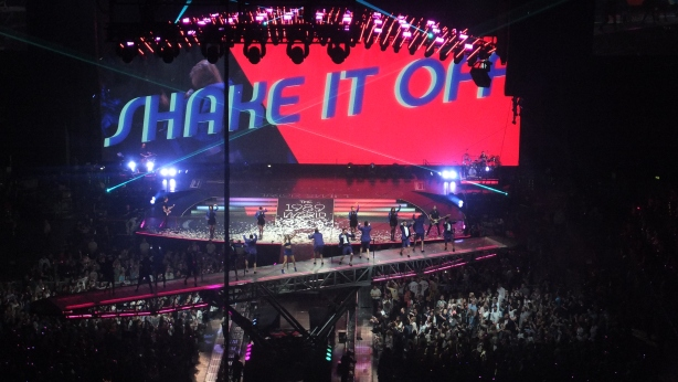 Shake it Off on a rotating platform at the Lanxess Arena, Cologne, Germany June 19th 2015